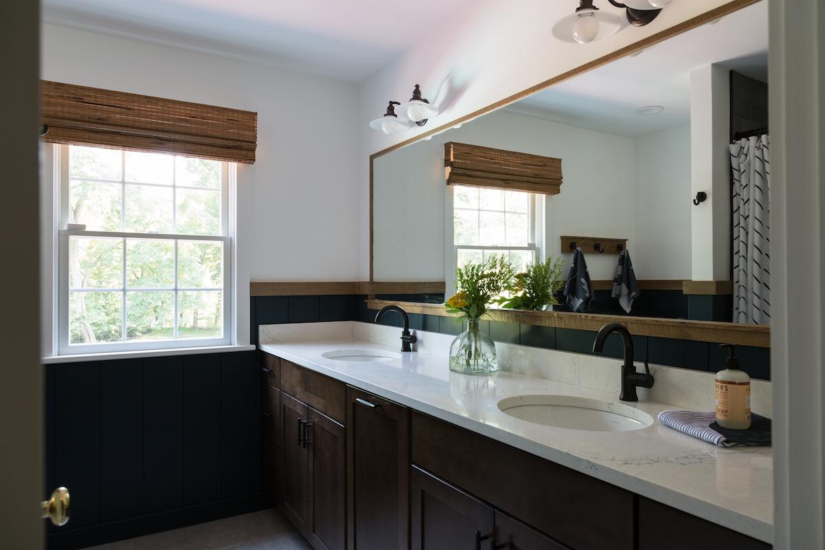 bathroom-design-wide-mirror-odwyer-design-build